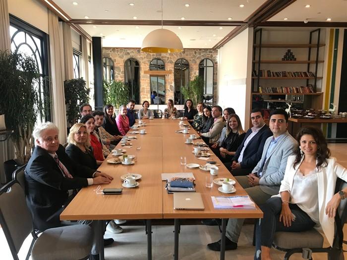 Fulbright Mezunları Derneği, 12 Mayıs Cumartesi günü Koç Pera'da, İstanbul'daki Fulbright mezunlarımızı bir araya getiren tanışma toplantısı düzenledi.